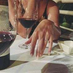 Wine and diamonds Boujee Aesthetic, Aesthetic Pictures, Luxury Couple, Photographie Portrait Inspiration, In Vino Veritas, Cute Couples Goals, Luxury Lifestyle, Photography Poses, Romantic Couples Photography