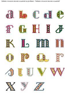 alfabeto minuscolo decorato a quadretti