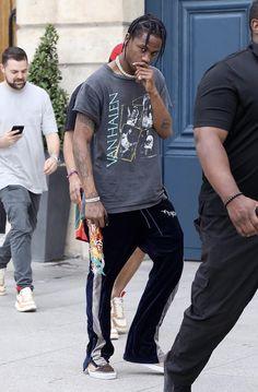 Travis Scott Outfits, Travis Scott T Shirt, Travis Scott Fashion, Kylie Travis, Travis Scott Style, Mode Kylie Jenner, One Direction Shirts, Black Boys, T Shirt Diy