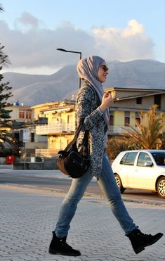 New winter hijab outfit of Sofia Abad #grayoutfit #blackoutfit