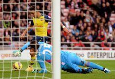 Sánchez se aprovecha de los errores del Sunderland para darle una victoria al Arsenal
