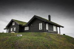 Storeble hytte med hems - Telemarkhytter Cabin, House Styles, Inspiration, Home Decor, Biblical Inspiration, Decoration Home, Room Decor, Cabins, Cottage