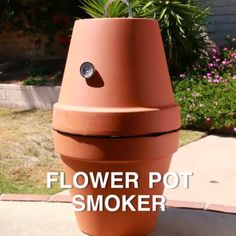 You can make a smoker form terra cotta pots 😱! via Nifty OutdoorsTurn terra-cotta pots into a BBQ smoker with just a few modifications! Outdoor Projects, Diy Projects, Diy Smoker, Homemade Smoker, Simple Life Hacks, Clay Pots, Outdoor Cooking, Terra Cotta, Flower Pots