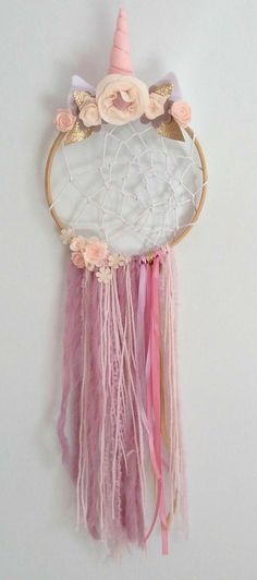 Unicorn Dreamcatcher Boho Dream Catcher Party Unicorn Dream Catcher is part of Unicorn crafts Dream Catcher is surrounded by delicately hand crafted felt flowers in a selections of pastel pink - Party Unicorn, Unicorn Birthday Parties, Diy Birthday, Dream Catcher Boho, Dreams Catcher, Dream Catcher Kids, Kids Crafts, Craft Projects, Diy And Crafts