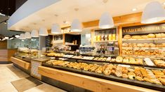 Shopfitting references for bakeries from AICHINGER: Success stories for shop furniture and bread shelves - made in Germany. Gourmet Bakery, Bakery Cafe, Master Baker, News Cafe, Lighting Concepts, Ice Cream Parlor, Shop Fittings, Bakery Design, Bakeries