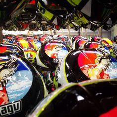 Qualcuno ha ordinato qualche casco #AGV replica #ValentinoRossi??? Someone ordered a helmet #AGV replica #vr46 ??? ✌️ www.valerisport.it VALERISPORT megastore outlet AGV agvriders dainese Monster Energy