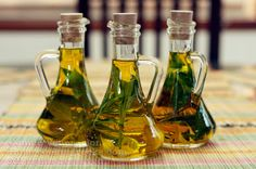 How to Make & Use Basil-Mint Oil Mint grows like a weed in Hemet. The only tweak is use Olive Oil NOT that nasty toxic waste aka Canola Oil. Flavored Olive Oil, Flavored Oils, Infused Oils, Olives, Basil Oil, Mint Oil, Oil Bottle, Cooking Oil, Gourmet Cooking
