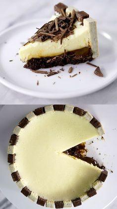 Que tal presentear quem você ama com essa linda e deliciosa torta mousse com brigadeiro e bis?