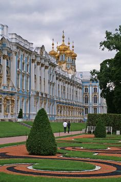 Catherine's Palace (1752) - The French garden located in front of the palace with its elegant symmetry is a special work of art.