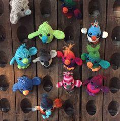 One big family, a few maatjes together! Gehaakte vogeltjes, 'maatje'  Haken , vogeltjes , kuiken Crochet birds