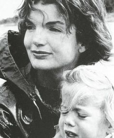 Jacqueline Kennedy Photographs: Jackie Kennedy Casual and Family Life Archive Jfk And Jackie Kennedy, Jaqueline Kennedy, Les Kennedy, John Fitzgerald, Jfk Jr, Grace Kelly, Amazing Women, The Past, Jackie Onasis
