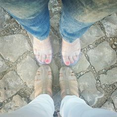 Me (white trousers) + a friend (jeans) Same shoes #shoes #sandals #fashion #trend #friends