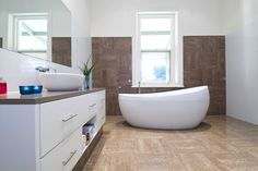 Hotel Bath Mats are made from good material; Contemporary White Bathrooms, White Bathroom Interior, Bathroom Pictures, Shower Tub, My Dream Home, Design Projects, Bathtub, House Design, Bath Mats
