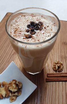 Coconut, coffee and walnut smoothie - Paleo. From the article 5 tasty whole foods that will add protein to your smoothies. Clean Recipes, Whole Food Recipes, Smoothies, Protein, Paleo, Coconut, Pudding, Tasty, Foods