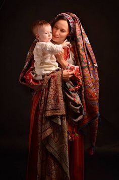 Найбільше надбання України - це її красиві жінки. Ми, як справжні цінителі жіночої краси, не могли не створити такої дошки. Тут ми будемо зберігати Піни, що показують як прекрасні і милі українські жінки