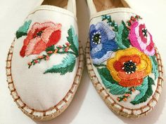 Floral Espadrilles, Espadrille Shoes, Hand Embroidery, Embroidery Designs, Denim Crafts, Pointed Ballet Flats, Floral Fashion, Shoe Art, Trendy Shoes