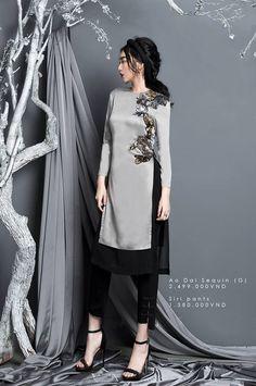 4 cach ket hop ao dai cach tan an tuong khong the che vao dau duoc - 2 Pakistani Fashion Casual, Pakistani Dress Design, Asian Fashion, Modest Fashion, Hijab Fashion, Fashion Dresses, Runway Fashion, Fashion Trends, Vietnamese Traditional Dress