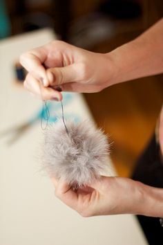 fur pompom for pony tail Sewing Crafts, Sewing Projects, Diy Projects For Kids, Outdoor Woman, Craft Fairs, Crochet Hats, Hair Accessories, Crafty, Fun Diy