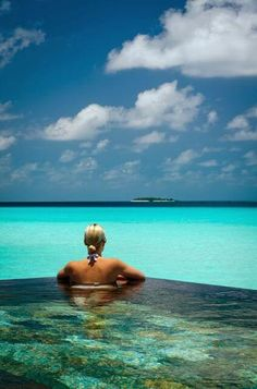 Infinity pool at Reethi Rah, Maldives Vacation Destinations, Dream Vacations, Vacation Spots, Beautiful Places In The World, Beautiful Hotels, Amazing Hotels, Amazing Places, The Places Youll Go, Places To See