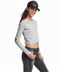 Gray melange. Short top in soft, ribbed jersey. Long sleeves with cut-out sections at elbows.