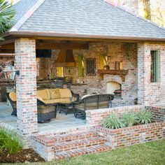 traditional patio by Angelo's Lawn-Scape of LA