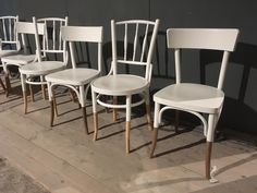 Do you still have old café chairs that could use a renovation? Old is N… – UPCYCLING IDEAS - nimivo sites Chair Makeover, Furniture Makeover, Home Furniture, Furniture Design, Refurbished Furniture, Repurposed Furniture, Painted Furniture, Cafe Chairs, Kitchen Chairs