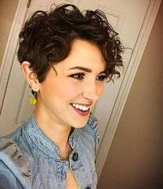 Photos That Prove Pixie Cuts Look Incredible With Curly Hair Curly pixie cuts are the way, the truth, and the life.Curly pixie cuts are the way, the truth, and the life. Pixie Cut Curly Hair, Curly Pixie Hairstyles, Short Curly Pixie, Haircuts For Curly Hair, Short Pixie Haircuts, Short Hair Cuts, Curly Hair Styles, Wavy Pixie Haircut, Short Curls