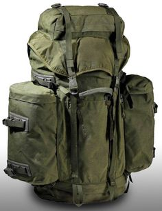 Large capacity 90 + 20 bergen/backpack in olive green. Cyclops II Vulcan model manufactured by Berghaus for the Dutch military. 90 Litre bergen capacity with 2 side pouches Bushcraft Backpack, Bushcraft Gear, Bushcraft Camping, Tactical Backpack, Hiking Backpack, Camping Gear, Backpacking, Outdoor Life, Outdoor Camping