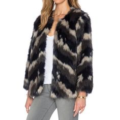 Style Imitation Fur Crew Neck Short Coat LAVELIQ