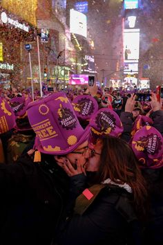 New York& Times Square Hosts Annual New Year& Eve Celebration New Year's Eve Times Square, New Years Eve Traditions, New Years Tree, Auld Lang Syne, New Year's Eve Celebrations, Gussied Up, American Legend, Planet Fitness Workout, Evil Spirits