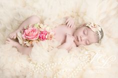newborn girl flowery #artbylaw photography