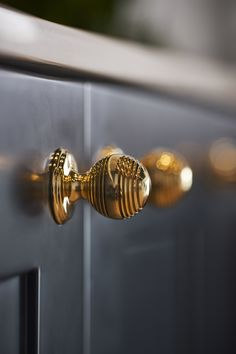 Match your kitchen drawer handles to your brassware. Our furniture handle collection includes nine designs, available in all eight of our finishes. #perrinandrowe #brasskitchens #realkitcheninspiration #brasskitchenaccents #brasskitchenhandles #kitchendesignideas #kitcheninspiration #modernkitchens #luxurykitchendesign Brass Kitchen Handles, Kitchen Taps, Drawer Handles, Door Handles, Furniture Handles, Vintage Kitchen Decor, Polished Brass, Contemporary Style, Drawers