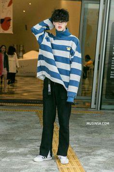 38 Amazing Korean Summer Fashion - 38 Amazing Korean Summer Fashion -You can find Korean fashion men and more on our Amazing Korean Summer Fashion - 38 Amazing Korean Summer Fas. Korean Fashion Men, Korean Street Fashion, Fashion Mode, Japan Fashion, Aesthetic Fashion, Look Fashion, Aesthetic Clothes, Mens Fashion, Fashion Fall