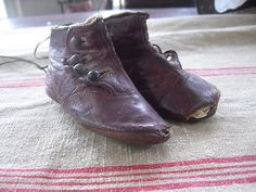 CUTE LITTLE RED LEATHER BABY SHOES---- WELL USED