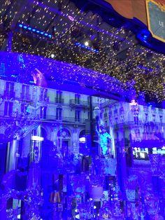 Paris shopping window at Xmas