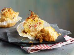 Pikante Muffins mit Kraut   http://eatsmarter.de/rezepte/pikante-muffins-mit-kraut