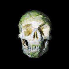 calaveras talladas en verduras y frutas