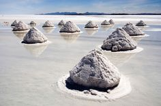 The biggest and highest salt flats in the world, Salar De Uyuni in Bolivia has to be seen to be believed. Your attention is first drawn to the mysterious mounds of sand that dot the landscape. Amazing Places On Earth, Places Around The World, Beautiful Places, Amazing Things, Belize City, Costa Rica Travel, Kenya Travel, Voyager Loin, Bolivia Travel