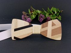 Noeud papillon en marqueterie  bois - Patchwork bois - Wooden bow tie Wooden Bow Tie, Scroll Saw, Bow Ties, Perfect Man, Clothing Accessories, Laser Cutting, Woodworking Projects, Planter Pots, Cosplay