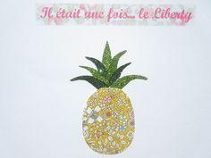 Appliqué thermocollant ananas en tissu liberty June Meadow jaune et en tissus pailletés.