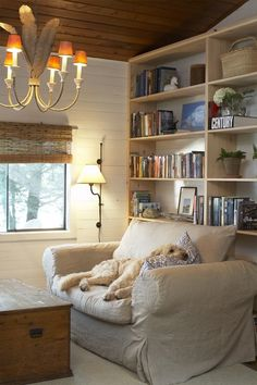 Source: House & Home June 2008 issue  Products: Wall sconce, The Lamp Cage; blinds, W.H. Kilby; linen slipcover fabric; Robert Allen; slipcover sewing, Cover Your World; wall colour, Oxford White (OC-33), Benjamin Moore.  Designer: Barbara Purdy