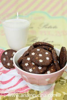 Blog di cucina di Aria: Biscotti Pan di Stelle alle nocciole