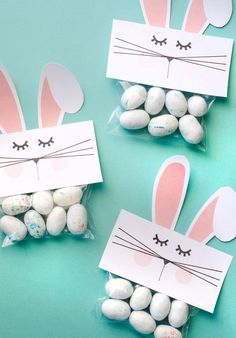 Free PRINTABLE Bunny Bag Toppers : Free PRINTABLE Bunny Bags by Lindi Haws of Love The Day Can you believe Easter is only three weeks away? I feel like I was playing Santa Clause just yesterday and Easter Crafts For Kids, Easter Gift, Easter Bunny, Crafts Toddlers, Easter Presents, Bunny Bunny, Easter Ideas, Easter Food, Bunny Crafts
