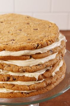 Chocolate Chip Cookie Cake – What's better than a chocolate chip cookie? Six giant chocolate cookies stuck together with layers and layers of vanilla frosting. Click through for the full recipe and for more mother's day desserts. Homemade Desserts, Homemade Cakes, Dessert Recipes, Layer Cake Recipes, Cookie Recipes, Layer Cakes, Food Cakes, Cupcake Cakes, Breakfast