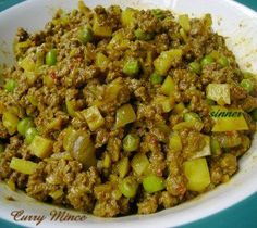 I use this curry mince mainly as a pie filling. It can also be used as a curry puff filling or just served simply with rice or bread. Minced Beef Recipes, Minced Meat Recipe, Spicy Recipes, Meat Recipes, Indian Food Recipes, Cooking Recipes, Recipies, Indian Foods, Yummy Recipes