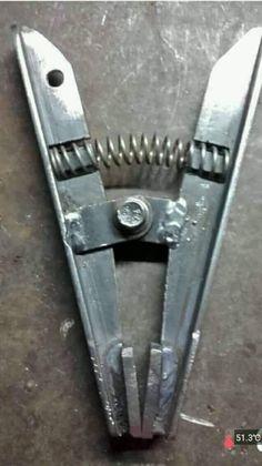 Garra negativa - Comedy Tutorial and Ideas Welding Tools, Welding Art, Welding Projects, Woodworking Tools, Metal Bending Tools, Metal Working Tools, Metal Tools, Welded Furniture, Industrial Furniture