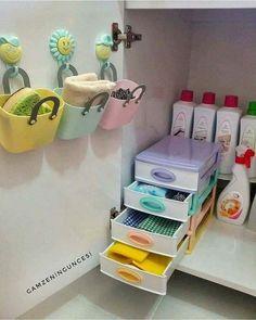 Best bathroom organization under sink cupboards Ideas Kitchen Sink Organization, Sink Organizer, Diy Kitchen Storage, Bathroom Organisation, Organization Ideas, Under Sink Cupboard, Home Hacks, Amazing Bathrooms, Room Interior