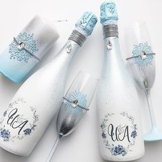 Фотографии на стене Светланы Wine Bottle Vases, Diy Bottle, Champagne Bottles, Wine Bottle Crafts, Bottle Art, Wedding Flutes, Wedding Glasses, Diy Wine Glasses, Shabby Chic Crafts