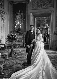 Princess Eugenie Jack Brooksbank, Princess Eugenie And Beatrice, Princess Diana, Royal Brides, Royal Weddings, Designer Wedding Dresses, Wedding Gowns, Windsor, Eugenie Wedding