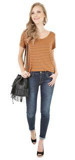 Look Antenada <3 Curiosa e bem resolvida ela sempre arrisca sem medo. Mistura de forma livre as últimas tendências com seus gostos pessoais. Capricha nos looks coordenados e combinações com acessórios poderosos. Com o mesmo visual faz bonito no almoço shopping barzinho e até no trabalho. Os jeans rasgados ou desbotados também têm tudo a ver com seu estilo versátil.   COMPRE ESSE PRODUTO NESSA LOJA: http://ift.tt/2awY0hg